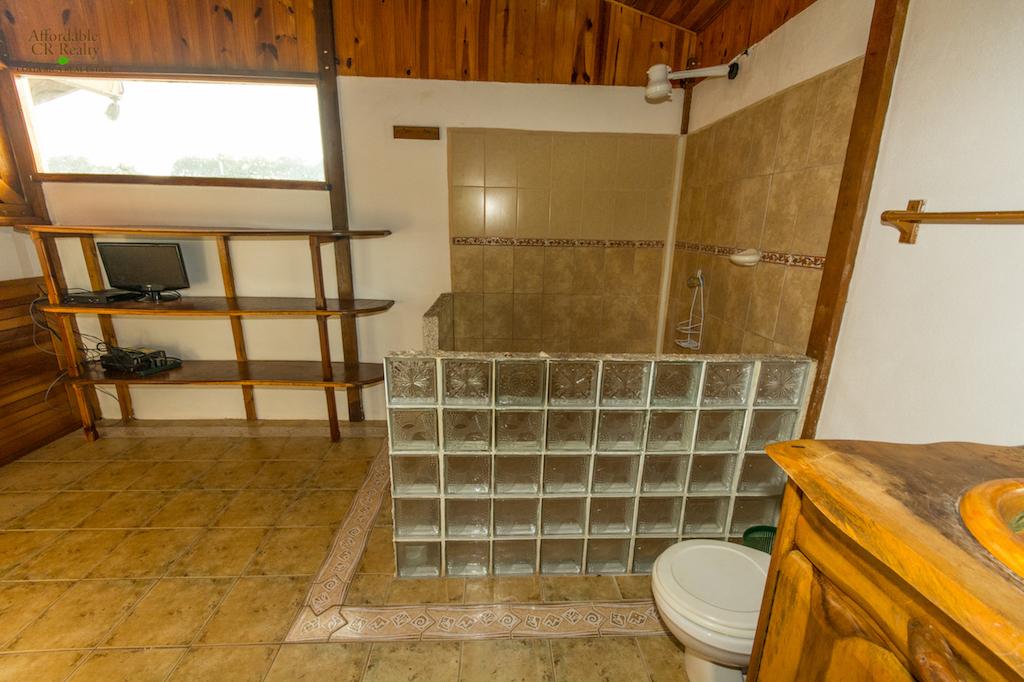 Playa Hermosa House Bathroom - Cuchi Transfers